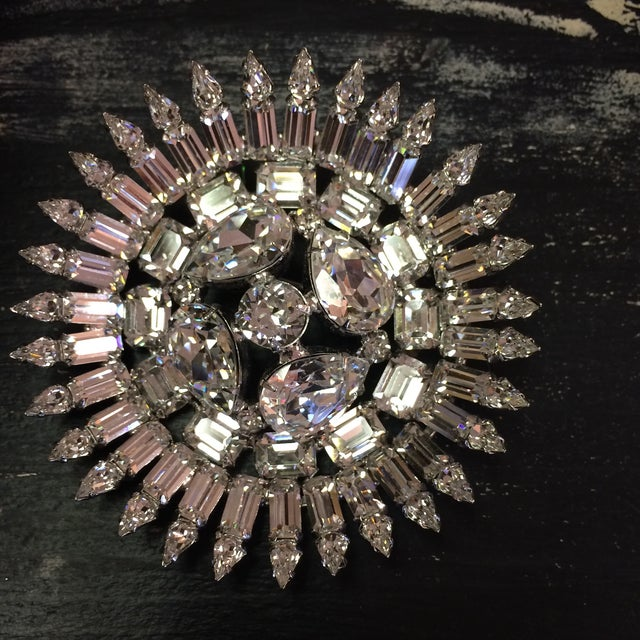 Weiss Early 50's Stunning Weiss Center Diamond Cut Domed Center Crystal Brooch For Sale - Image 4 of 8
