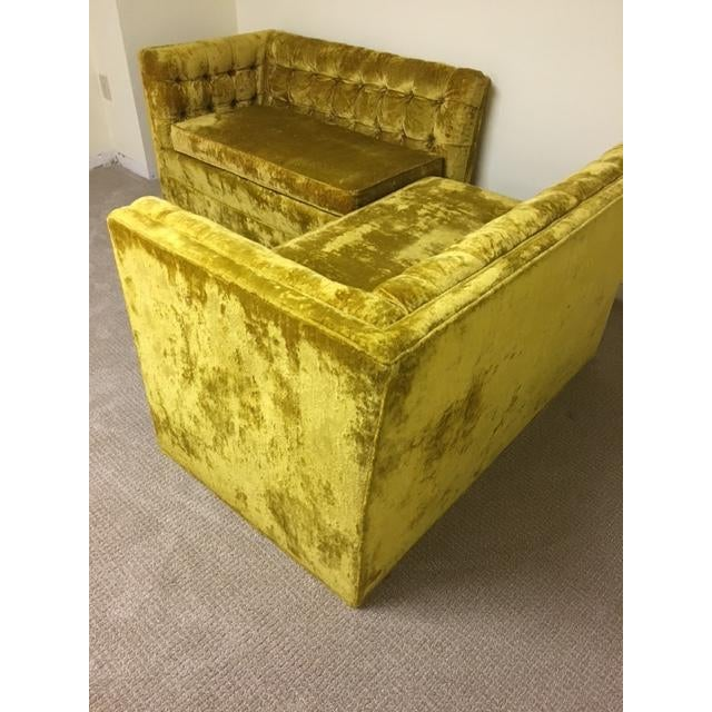 Mid-Century Crushed Gold Velvet Sectional For Sale In New York - Image 6 of 7