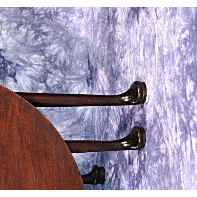 18th Century Queen Anne Mahogany Drop Leaf Gate Leg Table For Sale - Image 4 of 11