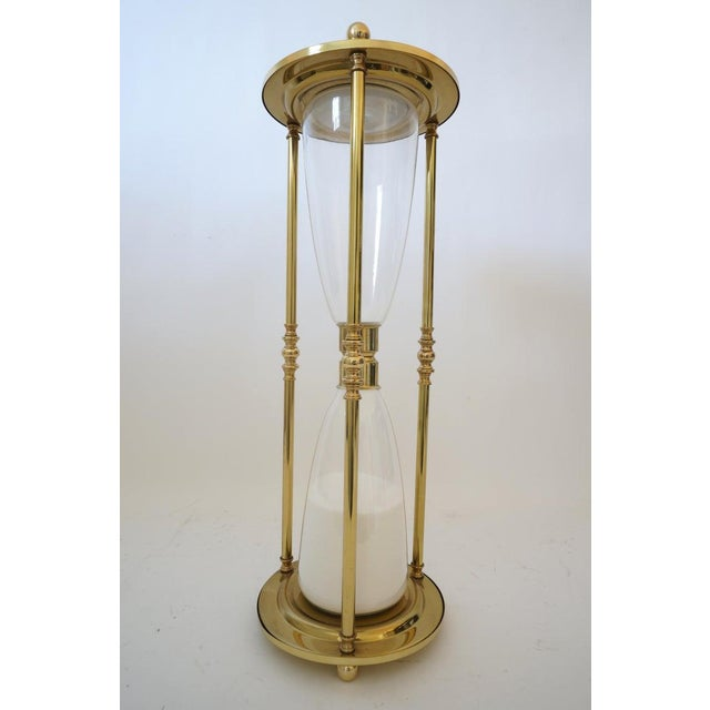 Mid-Century 1-Hour Sand Timer Hourglass in Polished Brass and Hand-Blown Glass For Sale - Image 4 of 10