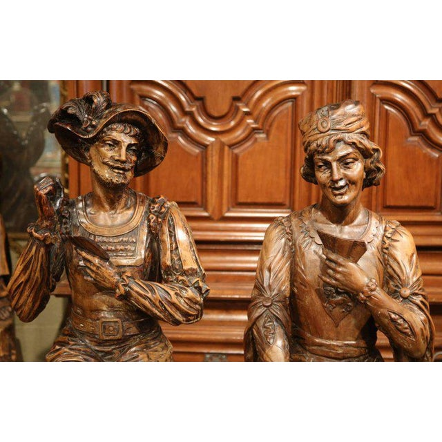 """Renaissance Mid-18th Century """"The Cards Players"""" Italian Carved Walnut Statues - A Pair For Sale - Image 3 of 10"""