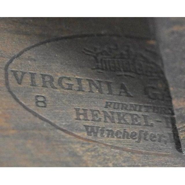 Beautiful Henkle Harris Kerchief or Napkin table in Queen Anne style with cabriole legs. HENKEL HARRIS NAPKIN DROP LEAF...