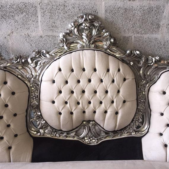 French Tufted Italian Rococo Three-Seater Settee For Sale - Image 3 of 5