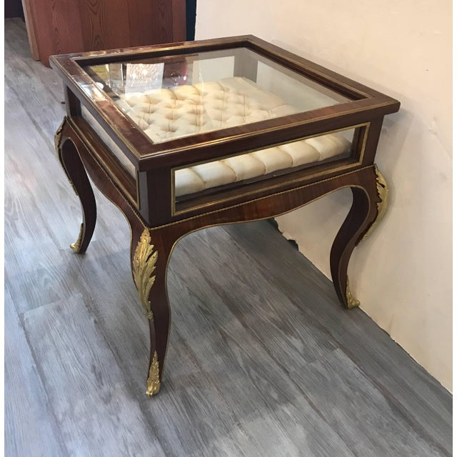 Louis XV Style Mahogany Ormolu-Mounted Table Vitrine For Sale - Image 4 of 11