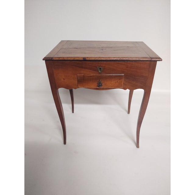 Chestnut Early 19th Century Antique French Dressing Table. For Sale - Image 8 of 9