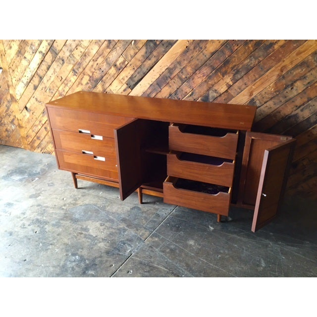 Brown American of Martinsville Mid-Century Dresser For Sale - Image 8 of 10