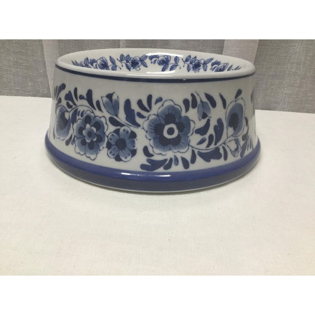 Make sure your pet has as much style as you do in your home. This Vintage Blue and White ceramic pet dish is perfect for...