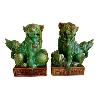 Mid Century Pair of Green Ceramic Asian Lions Foo Dogs For Sale