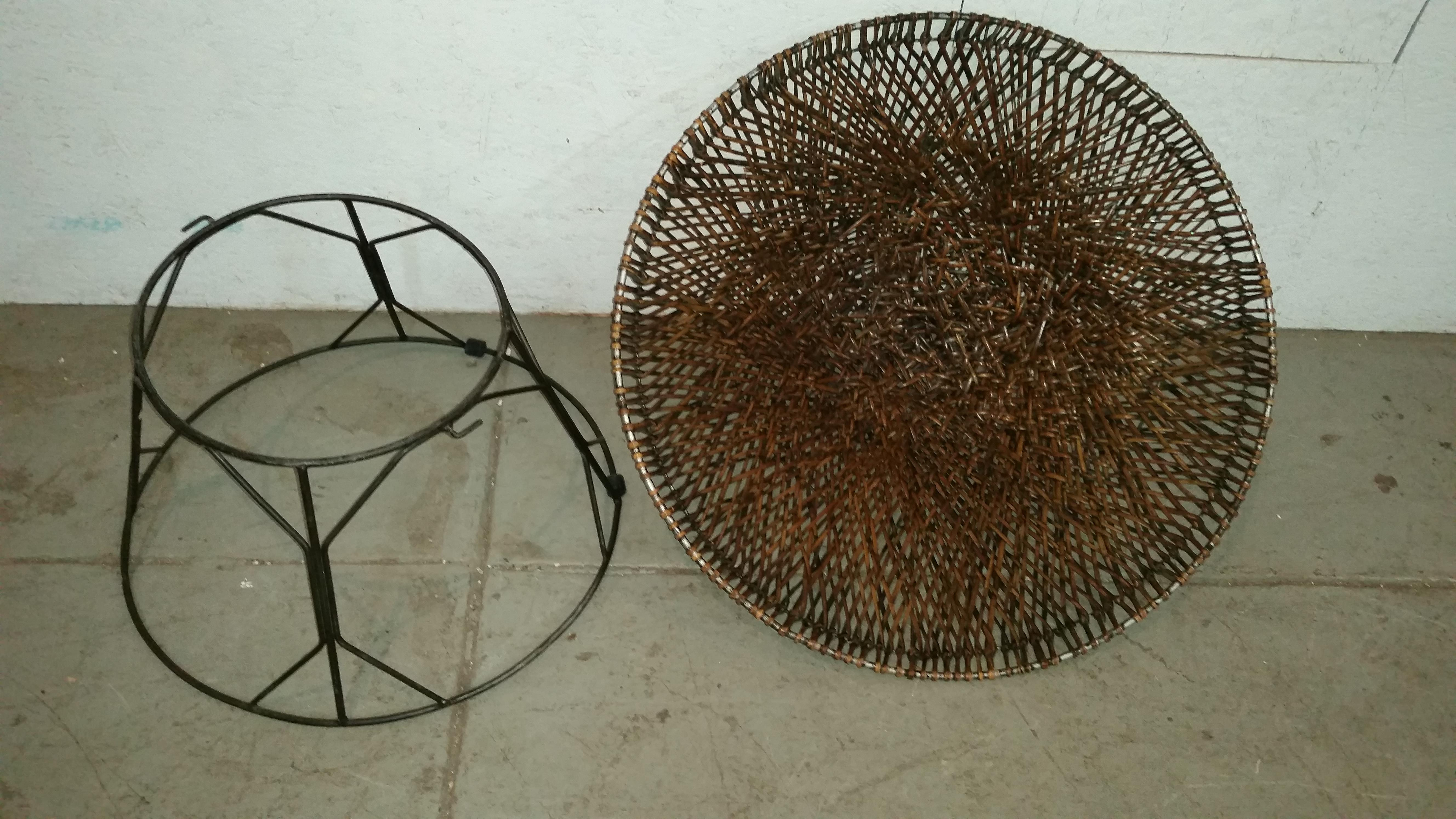 Merveilleux Mid Century Modern Wicker And Wrought Iron Saucer Chair For Sale   Image 4  Of