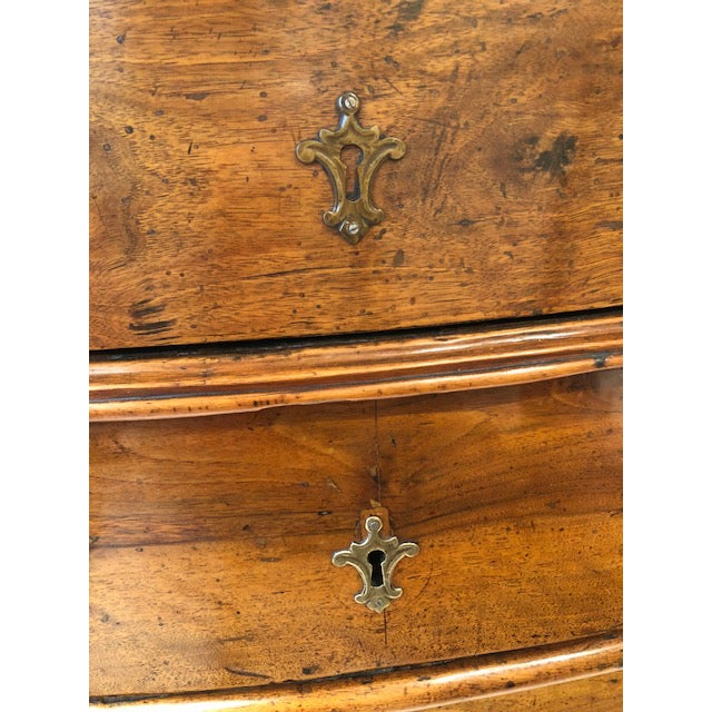 Early 18th Century Antique Four-Drawer Walnut Commode, Italy, Circa 18th Century For Sale - Image 5 of 7