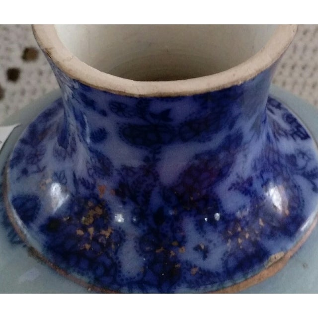 English Flow Blue and Sponged Gold Vase - Image 5 of 6