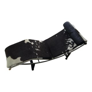 Le Corbusier Pony Skin Chaise Lounge For Sale