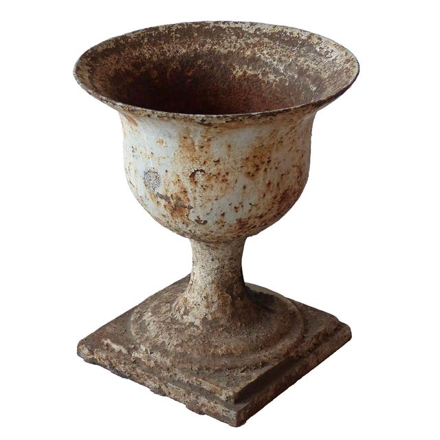 Early 20th Century Traditional Cast Iron Garden Urn For Sale In New York - Image 6 of 6