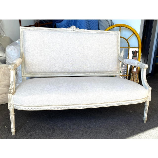 Rustic European Antique French Grey White Painted Settee Upholstered in Off White Linen For Sale - Image 3 of 13