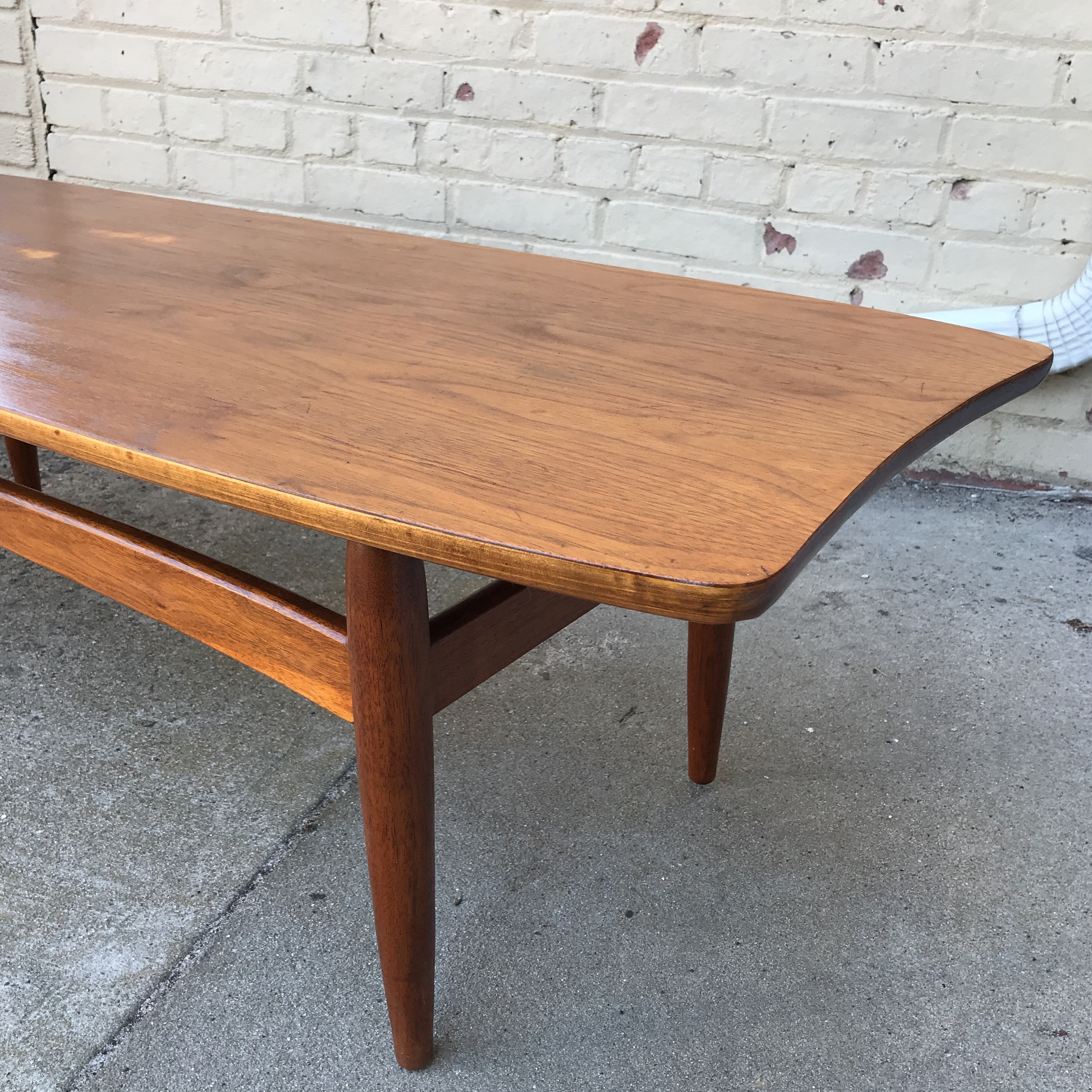 Superieur 20th Century Danish Modern Teak And Oak Surfboard Coffee Table For Sale    Image 4 Of