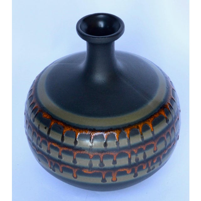 A beautiful Haeger modern vase, designed by Alrun Guest Osterberg, a mid century designer who came from Germany to work...