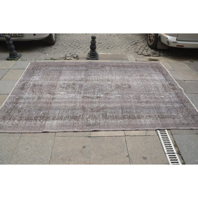 "Turkish Gray Overdyed Floor Rug - 5'10"" x 9'1"" For Sale - Image 4 of 7"