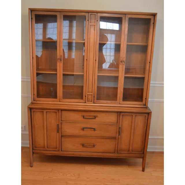 Mid-Century Modern Drexel Heritage Meridian China Cabinet For Sale - Image 3 of 3