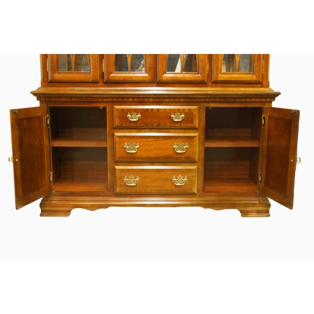 1990s 1990s Chippendale Universal Furniture Illuminated Display China Cabinet For Sale - Image 5 of 13