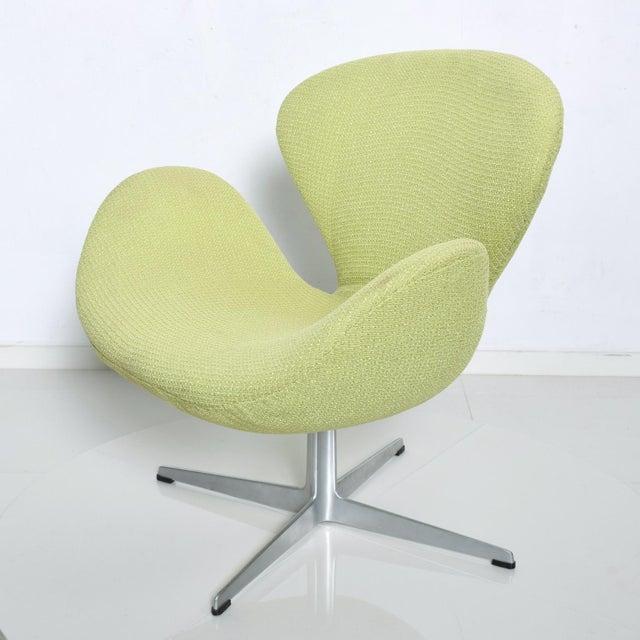 Danish Modern Mid Century Modern Original Iconic Swan Chairs Arne Jacobsen for Fritz Hansen For Sale - Image 3 of 11