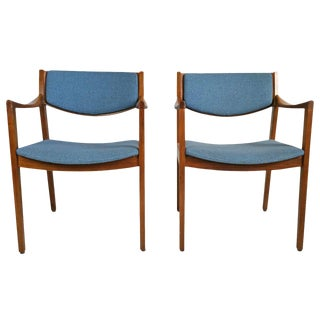 Mid-Century Modern Gunlock Armchairs in the Jens Risom Style - A Pair For Sale