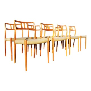 A Set of 8 Mid Century Danish Moller 79 Dining Chairs For Sale