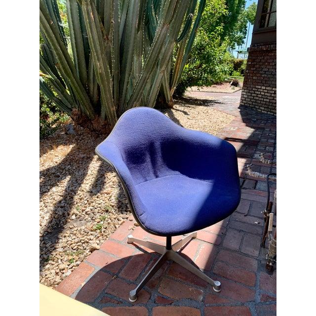 Mid-Century Modern 1970s Vintage Eames for Herman Miller Fiberglass Upholstered Blue Shell Chair For Sale - Image 3 of 7