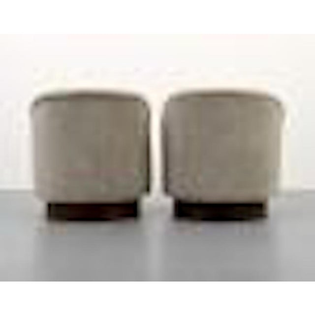 Vladimir Kagan Pair of Kagan Crescent Swivel Lounge Chairs, Usa, 1969 For Sale - Image 4 of 7