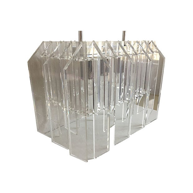 Contemporary 1970s Lucite Skyscraper Chandelier For Sale - Image 3 of 8
