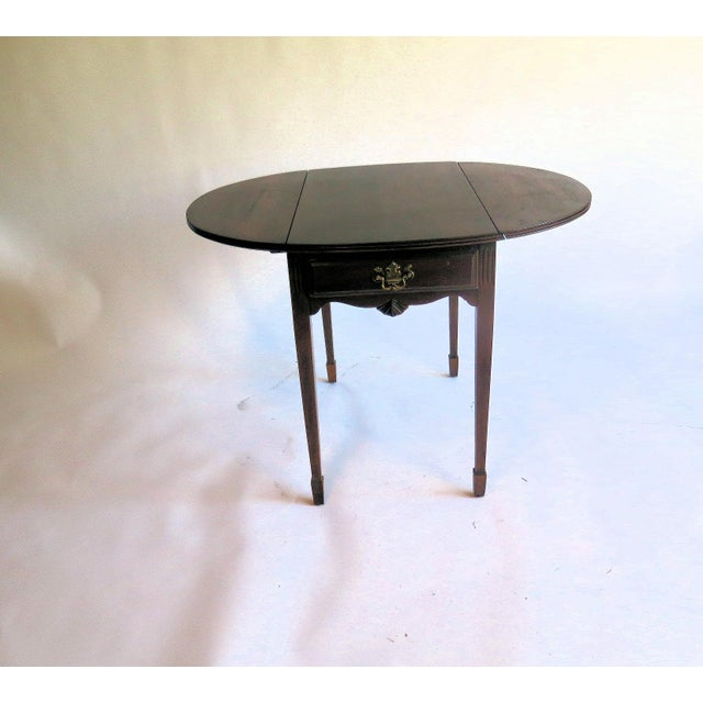 Thomas Chippendale Chippendale Style Diminutive Pembroke Table For Sale - Image 4 of 5
