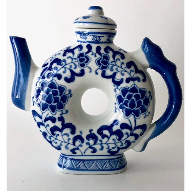 Chinoiserie Round Teapot in Blue and White Chinoiserie For Sale - Image 3 of 11