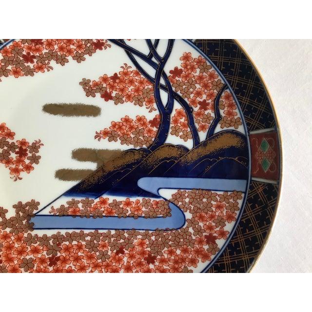 Imari Porcelain Vintage Mid Century Japanese Hand Painted Gold Imari Decorative Plate For Sale - Image 4 of 13