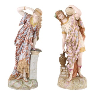 Late 19th Century French Porcelain Decorative Centerpiece Figures - a Pair For Sale