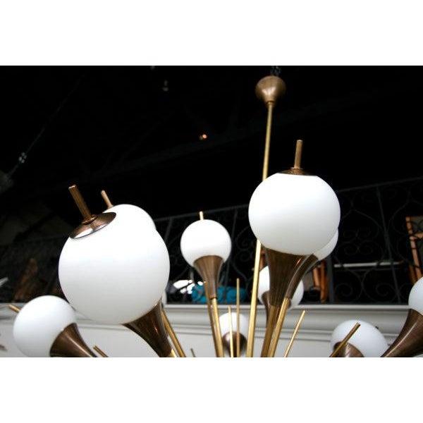 1960s Italian Brass Sputnik Chandelier With White Balls For Sale - Image 10 of 12