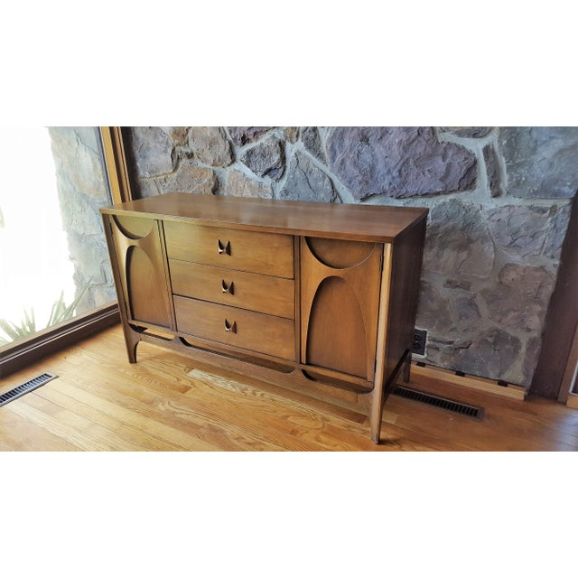 """Mid Century Modern Broyhill Brasilia 46"""" Walnut Sideboard For Sale In Baltimore - Image 6 of 13"""