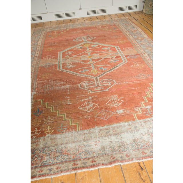 "Old New House Vintage Distressed Mahal Carpet - 6'5"" X 9'2"" For Sale - Image 4 of 13"