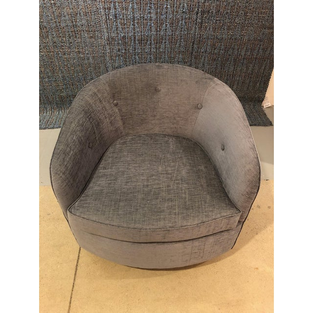 Mid-Century Modern Swivel Lounge Chairs on Walnut Bases - a Pair For Sale In New York - Image 6 of 7