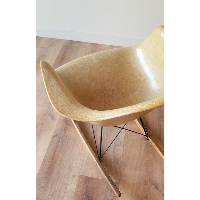 1960s Eames RAR Rocking Chair in Ochre Light for Herman Miller For Sale In Seattle - Image 6 of 13