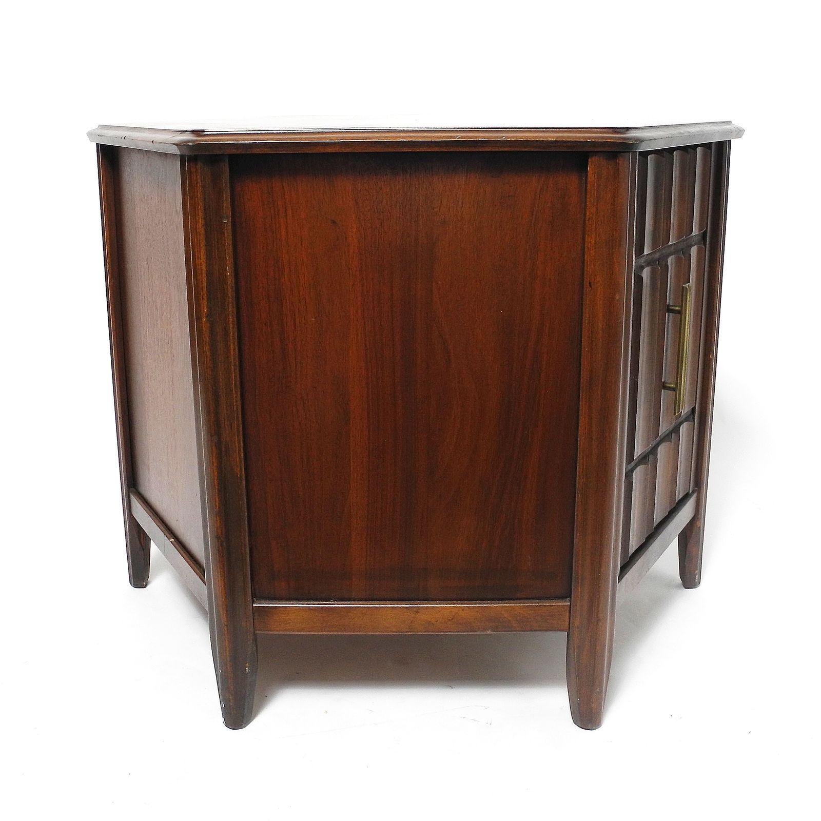 Mid Century Modern Mid Century Modern Hexagon End Table For Sale   Image 3
