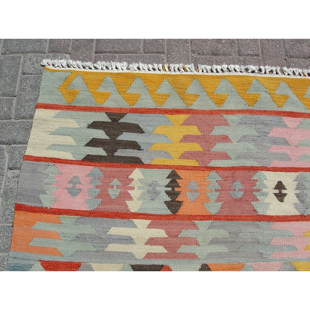 "Vintage Turkish Kilim Rug - 5'6"" x 8'1"" For Sale - Image 4 of 11"
