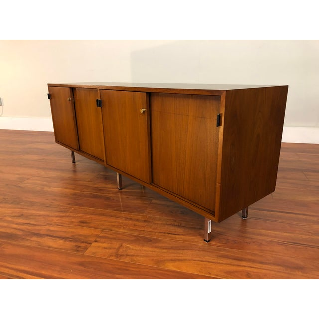 Knoll International Florence Knoll Vintage Walnut 4 Position Credenza - Circa 1960s For Sale - Image 4 of 11