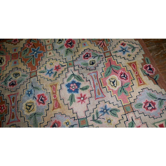 "White 1900s Antique American Hooked Rug- 6' x 8'10"" For Sale - Image 8 of 8"