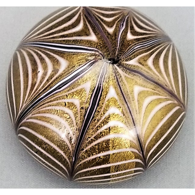 1950s Murano Glass Gold White and Black Fenicio Paperweight - Italy Mid Century Modern Minimalist Palm Beach Boho Chic Italian Venetian Sommerso For Sale - Image 9 of 13