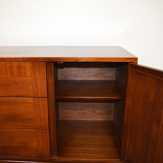1960s 1960s Mid-Century Modern American of Martinsville Walnut and Aluminum Credenza For Sale - Image 5 of 13