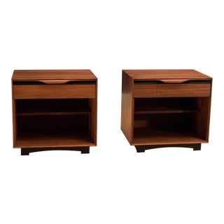 Vintage John Kapel for Glenn of California Walnut Nightstands - A Pair For Sale