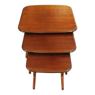 Mid Century Modern Nesting Tables - Set of 3 For Sale