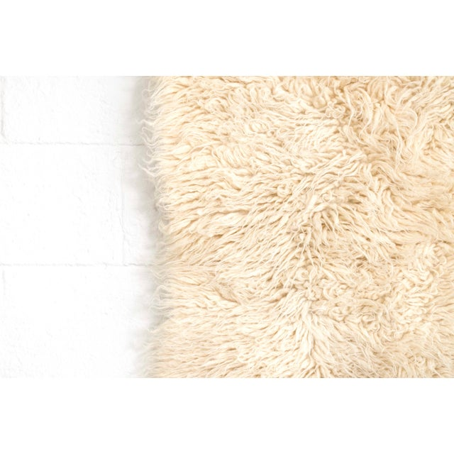 """1960s Vintage Mid Century Wool Shag Rug - 3' X 5'5"""" For Sale - Image 5 of 11"""