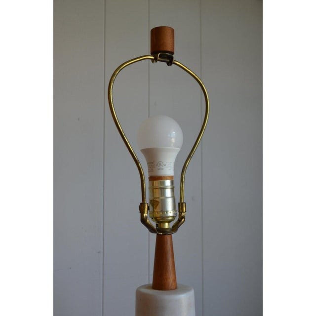 Martz Ceramic Table Lamp, Mid Century, With Walnut Height Extender and Finial For Sale In Madison - Image 6 of 12