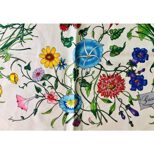"""Blue 1970s Gucci """"Flora"""" Scarf With Blue Border For Sale - Image 8 of 13"""