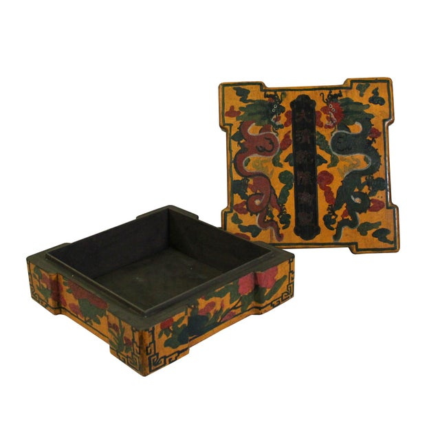 Chinese Distressed Yellow Lacquer Chinoiserie Color Square Painting Box For Sale - Image 4 of 6